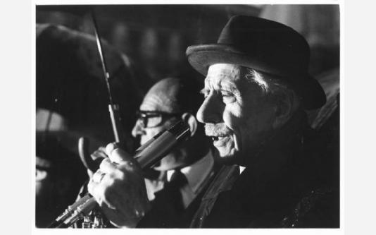 Manifestazione celebrativa per il 25 aprile - Il partigiano Ferruccio Parri al microfono_1974