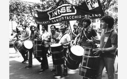 Manifestazione nazionale dei lavoratori metalmeccanici per il contratto - Spezzone lavoratori dell'Innse con tamburi_1979