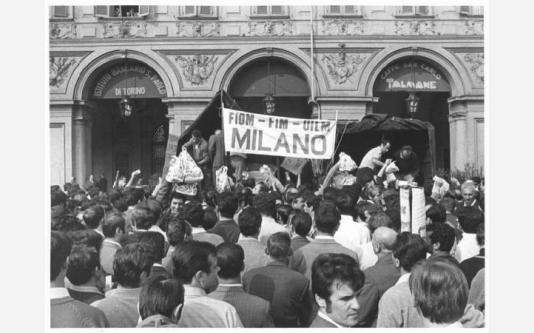 Manifestazione nazionale dei lavoratori metalmeccanici per il contratto - Distribuzione di viveri_1969