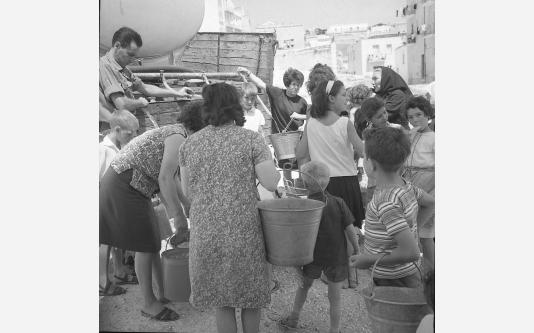 Loconsolo_1965 Gargano, distribuzione dell'acqua_001_0.jpg