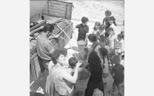 Loconsolo_1965 Gargano, distribuzione dell'acqua_005.jpg