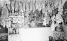 Loconsolo_1972 Vieste, negozio con salsicce