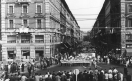 Sciopero dei lavoratori della Riva Calzoni - Presidio davanti all'ingresso della fabbrica - Operai con tuta da lavoro - Insegna Riva. 22/12/1967
