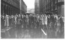 Manifestazione antifascista per l'anniversario della liberazione - Testa del corteo con Tino Casali, Gianni Cervetti, Elio Quercioli, Aldo Aniasi, Benigno Zaccagnini in arrivo in piazza del Duomo_1973