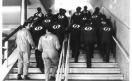 Fabbrica Innocenti - Operai sulla scala della mensa si recano all'assemblea dei lavoratori_1978